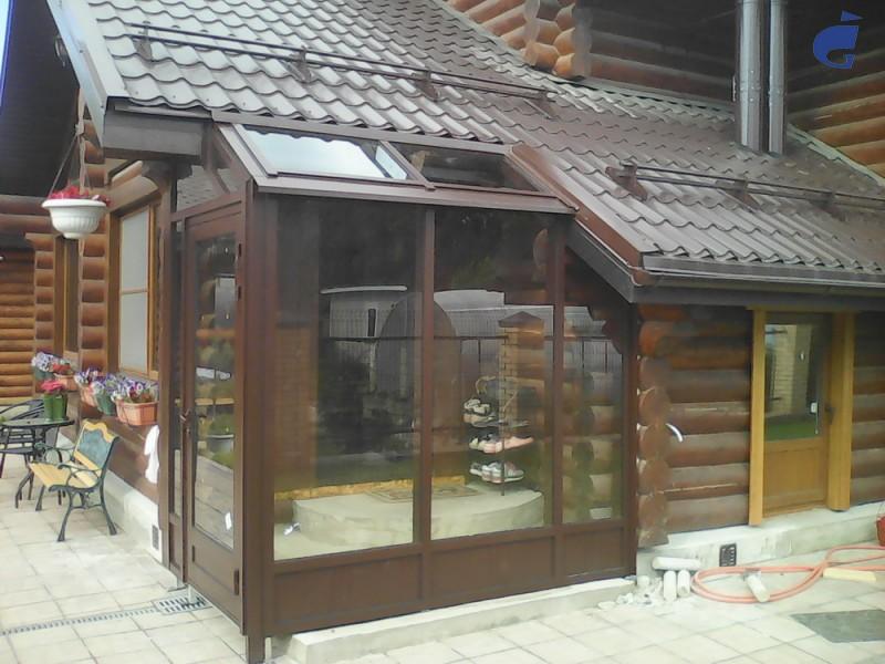 Тамбур входа в частный дом в Бутово