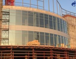 Остекление фасада торгового центра