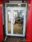 Алюминиевая дверь на АЗС