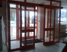 Алюминиевые раздвижные двери в магазин на АЗС