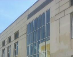 Фасадный витраж на лестничном марше в школе на Клинской улице