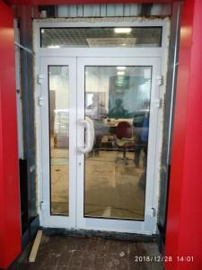 Алюминиевая дверь