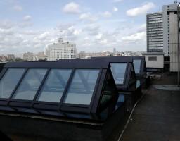 Зенитные фонари на крыше жилого дома на улице Арбат